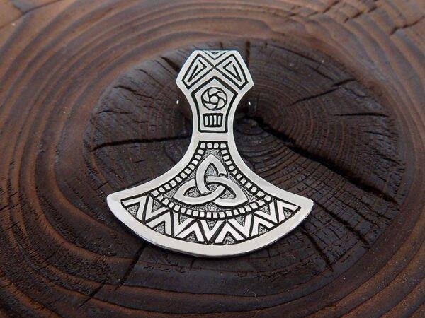 Оберег «Секира Перуна» с трискелем