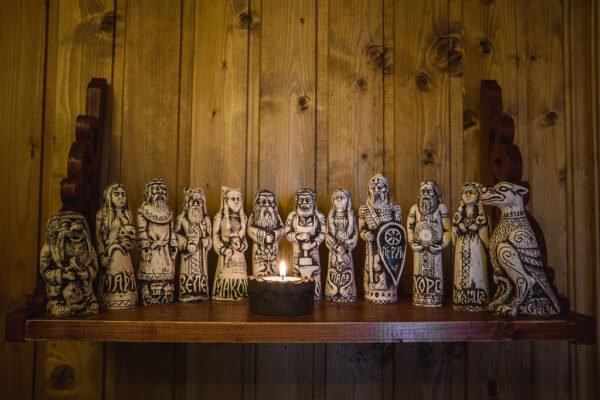 Кумиры Родных Богов (светлая глина)